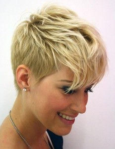 Chic-Short-Wavy-Haircut