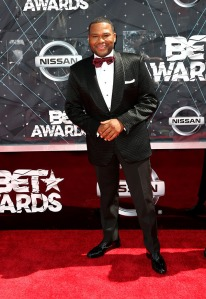 anthony-anderson-bet-awards-2015-red-carpet-2