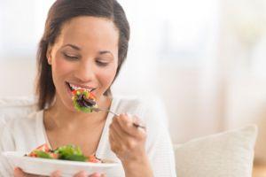 woman-eating-thinkstockphotos-176618430